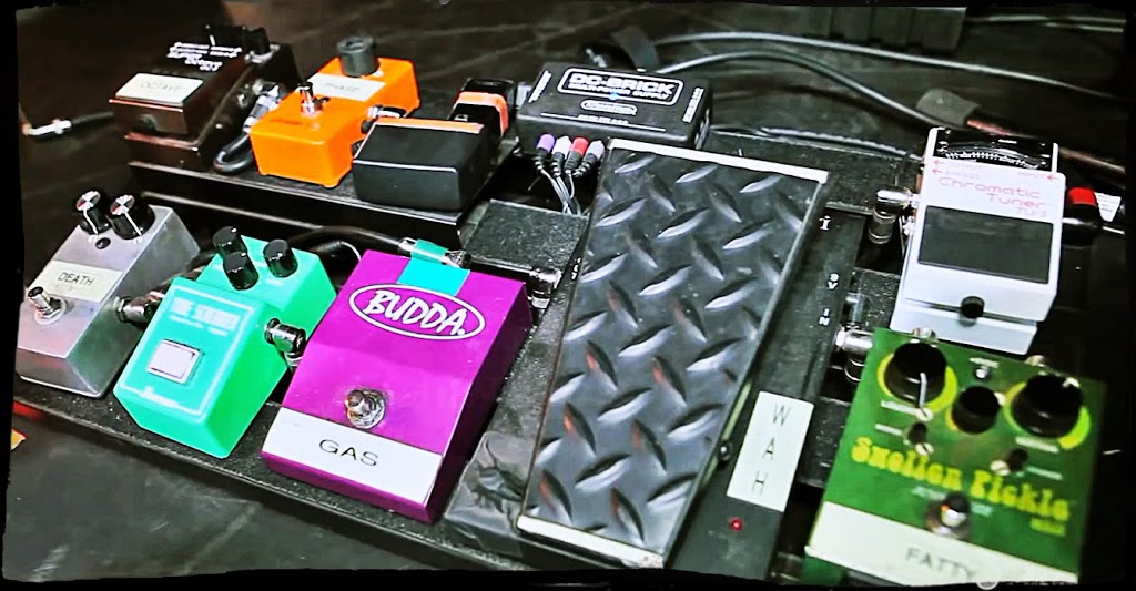 Black-Stone-Cherry-Chris-Robertson-Pedalboard