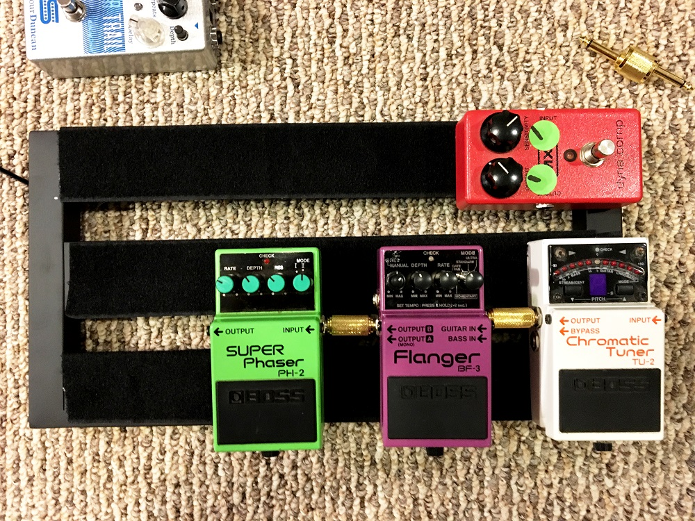 Boss-PH-2-Super-phaser-on-a-small-pedalboard